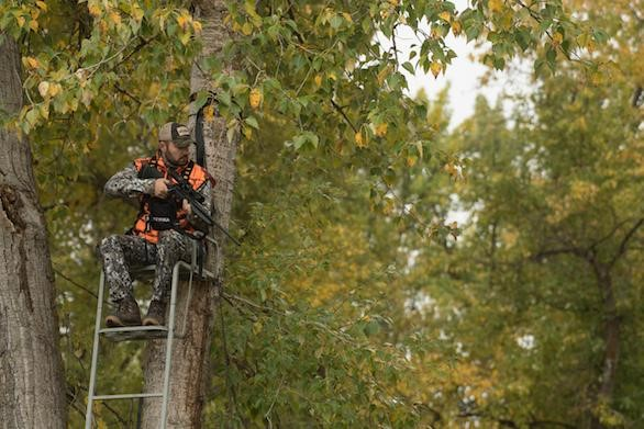 MOTORIZED TREESTAND OPENS DOORS FOR THOSE WHO STRUGGLE TO CLIMB from WideOpenSpaces